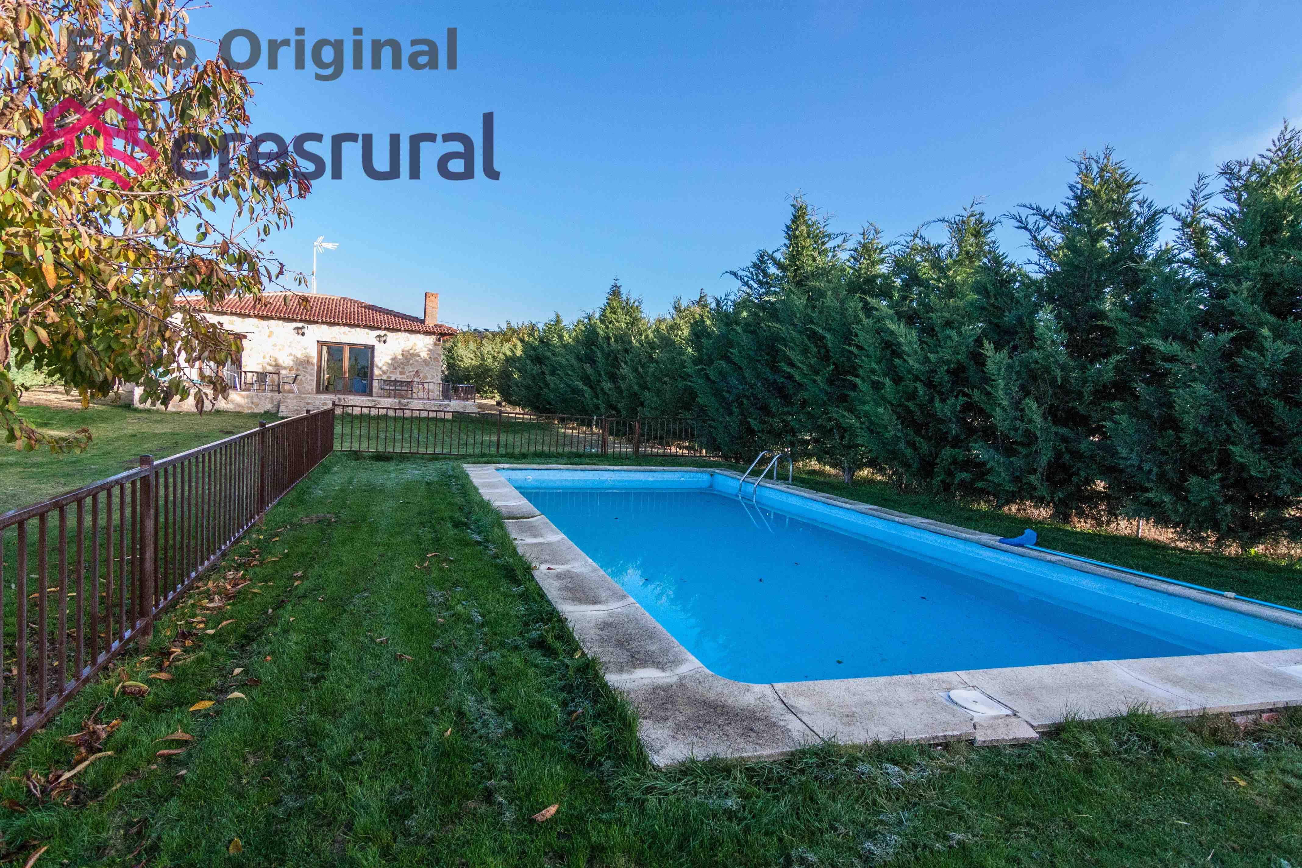 Casa rural de nueva construcción en las afueras de Ávila. Dispone de ...