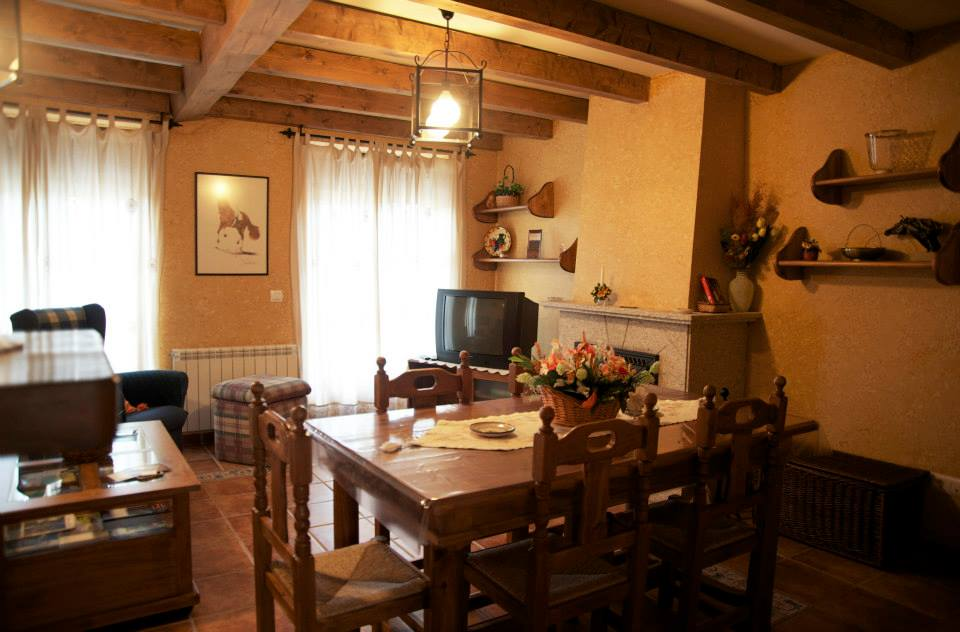 R stica casa rural con decoraci n de madera conexi n wifi - Decoracion casa rural ...