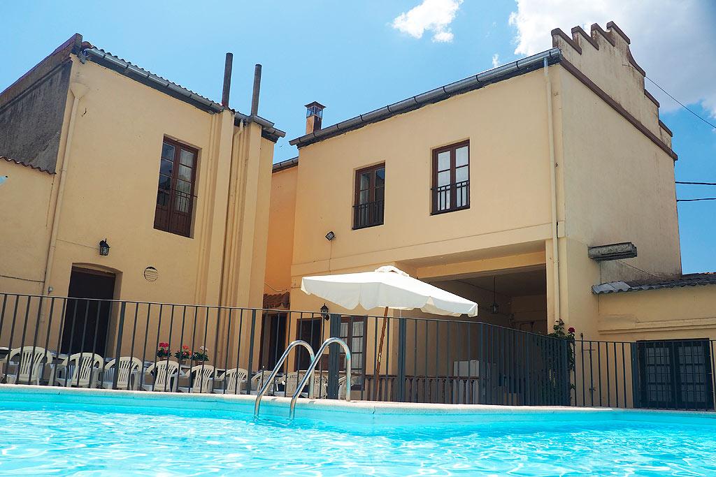 Casa rural para grandes grupos perfectamente equipada dispone de una gran piscina exterior y - Casas rurales grandes ...