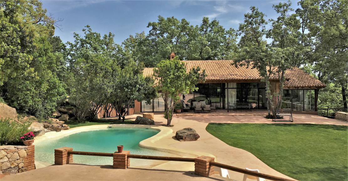 Espectacular casa rural con un maravilloso patio y piscina con un ...
