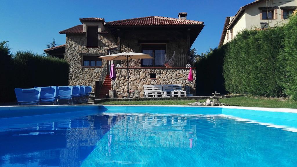 Acogedora casa rural cercana a la sierra de guadarrama cuenta con piscina y jard n eresrural - Casas rurales sierra de madrid con piscina ...